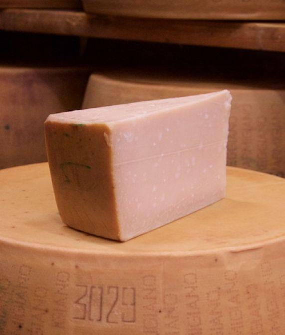 Formaggio Parmigiano Reggiano - stagionato oltre i 26 mesi - formato da 1,100 kg